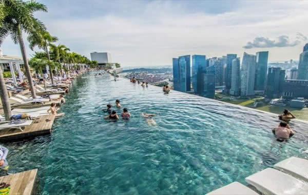 Fotos de hoteles con piscina con vistas increibles mundo for Hoteles con piscina